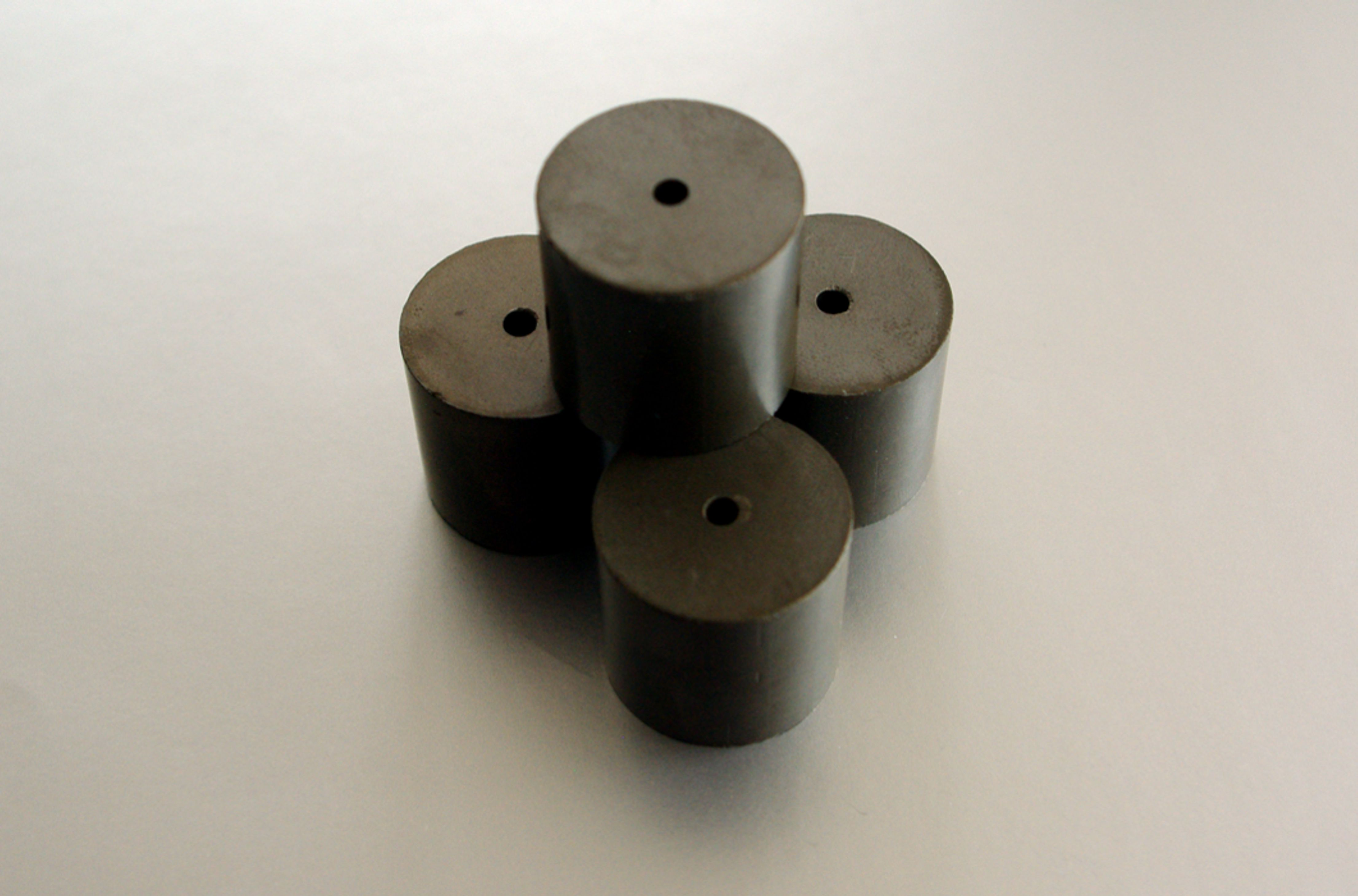 cylindrical parts made of a conductive high performance ceramic